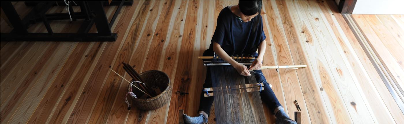 ぼろ織りをする人 写真